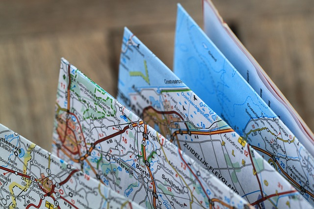 Folding Map by cocoparisienne (pixabay.com)